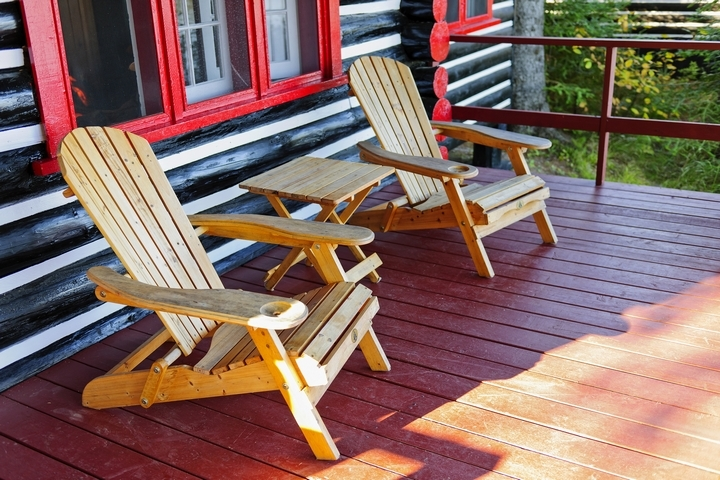 Pallet furniture is a creative way to add character to your front yard.