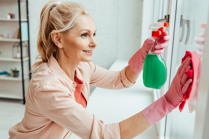 How to Clean Windows in Your Home: 6 Tips & Tricks